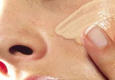 How to Apply Liquid Foundation Perfectly With Fingers?