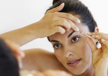 How to Pluck and Shape your Eyebrows at Home?