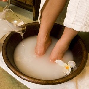 5 Effective Homemade Remedies for Cracked Heals and Feet