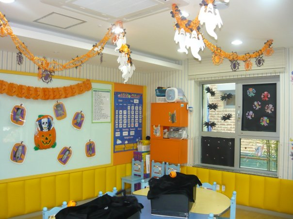 classroom decorate for halloween