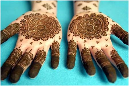 Circle Shape Mehndi Design for Women