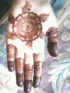 10 Circle Shape Mehndi Design for Women and Girls
