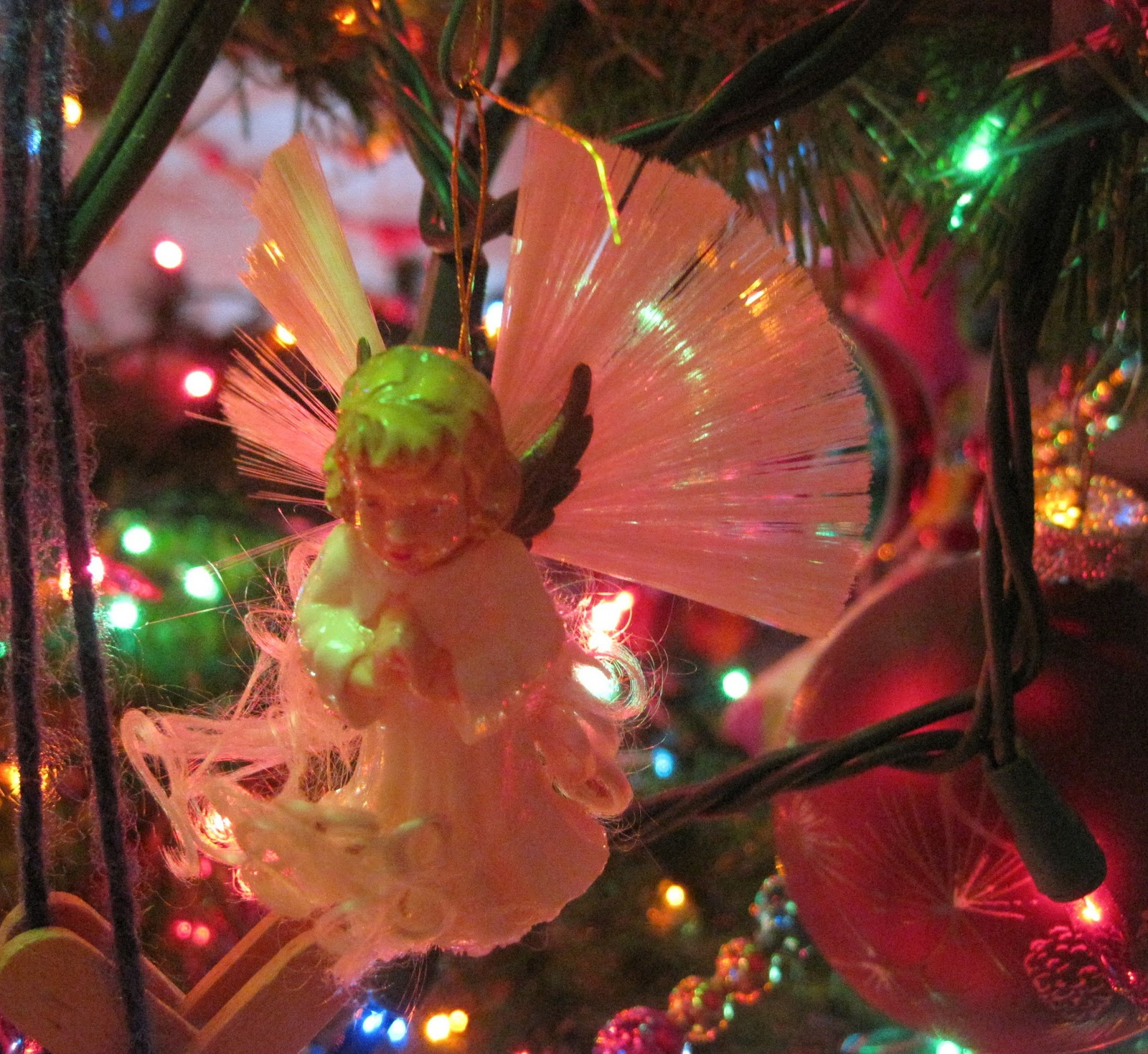Angel hair for christmas decorating ideas christmas for Angel of the north christmas decoration