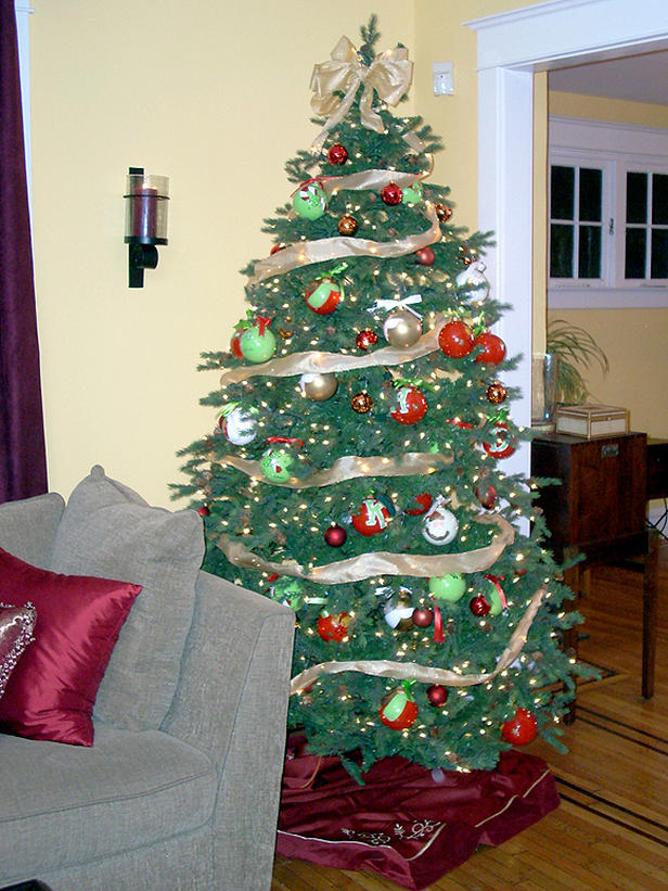 How To Decorate A Christmas Tree With Ribbon Vertically