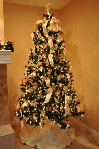 How to decorate a christmas tree with ribbon garland Christmas tree ribbon garland