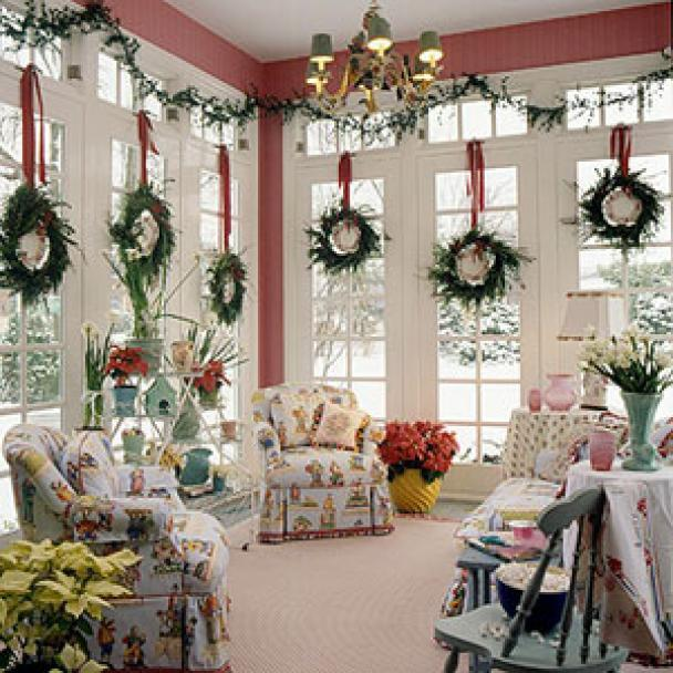 Christmas decorating ideas for small apartment for Christmas home decorations pictures