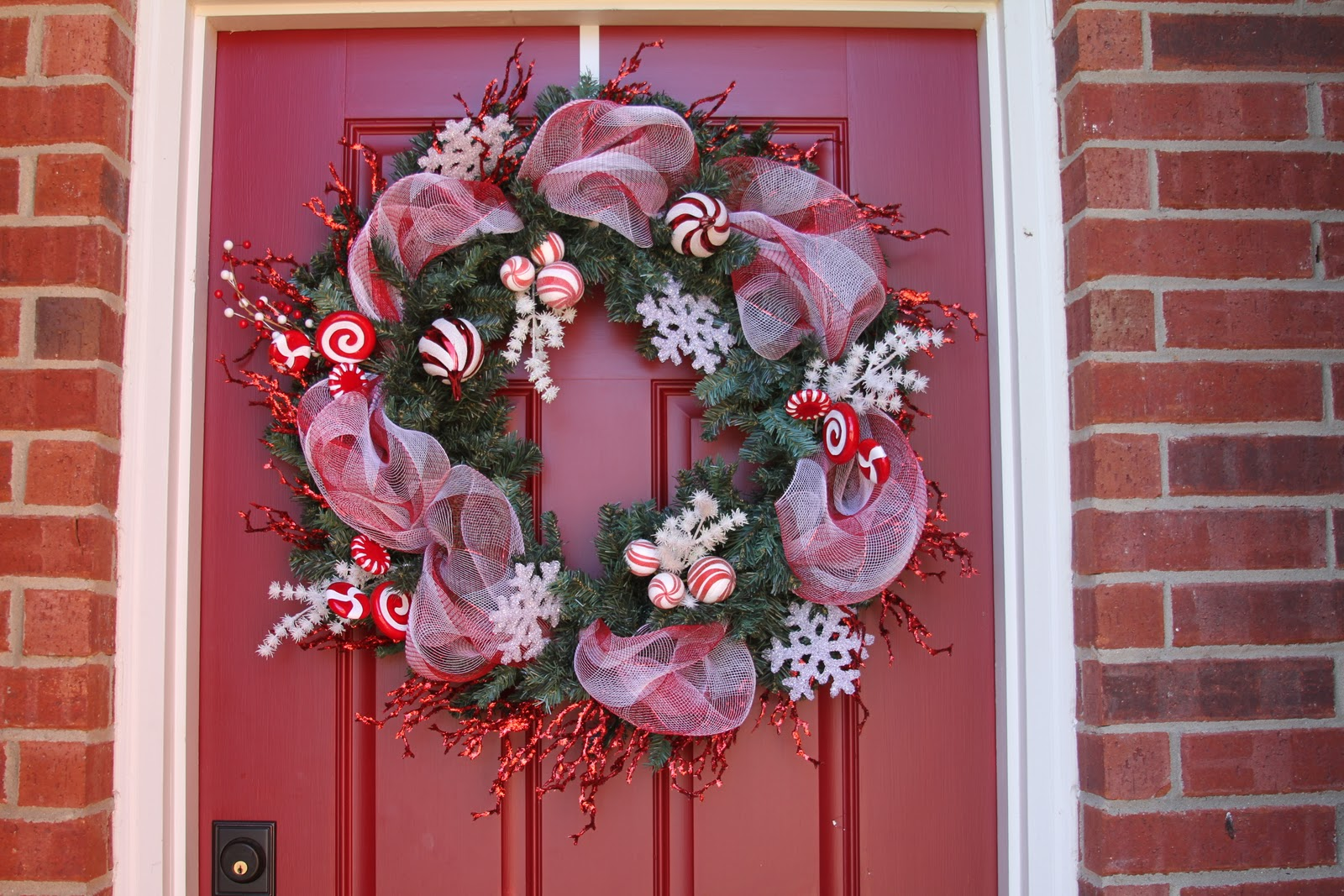 How to decorate a christmas wreath with mesh ribbon How to decorate a wreath