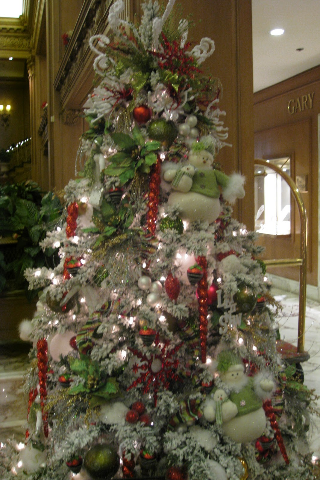 Christmas Tree Decorated Professionally : How to decorate a christmas tree professionally with ribbon