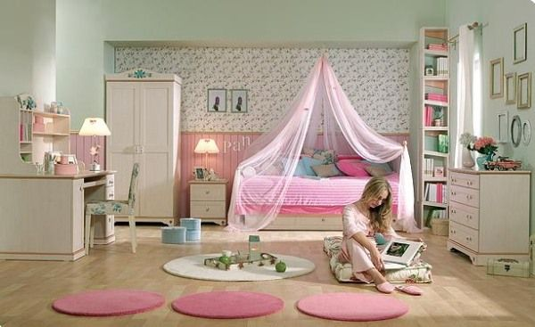 How to Decorate a Small Bedroom for a Teenage Girl