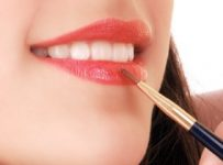 How to Apply Lip Gloss Properly