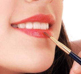 How to Apply Lip Gloss Properly Step by Step