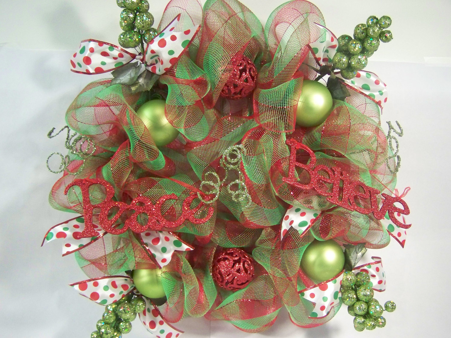 How to decorate a christmas wreath with mesh ribbon Christmas wreath making