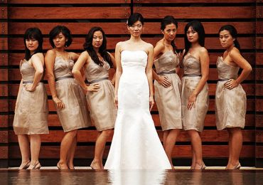 Best Poses to Take Pictures at Wedding for Brides and Bridesmaid