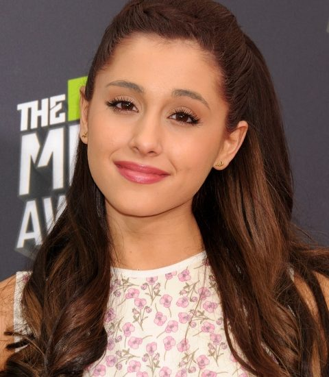 Hair color of Ariana Grande style