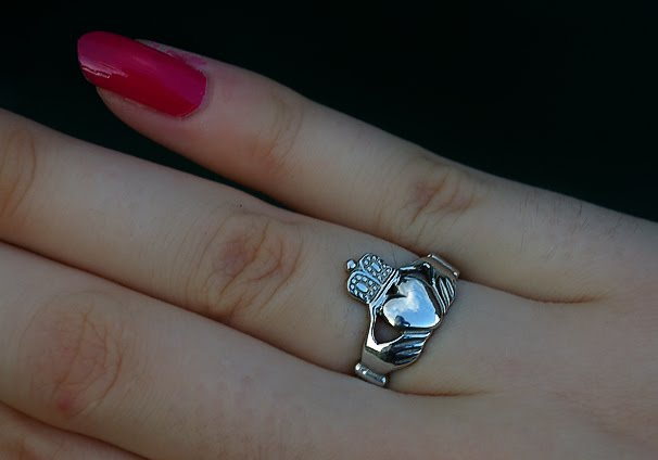 Irish promise ring how to wear