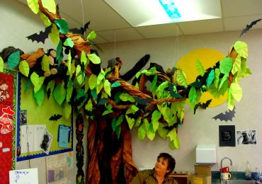Halloween Decorating Ideas to Make for a Classroom