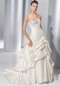 How to Wear a Strapless Wedding Dress in Winter