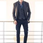 how to wear a trench coat casually men