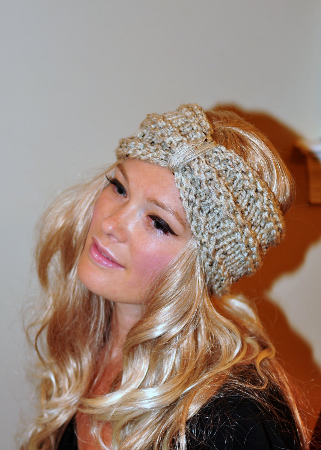 How to Wear a Knitted Winter Headband