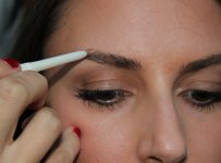 How to Fill in Thin Eyebrows With Pencil and Powder