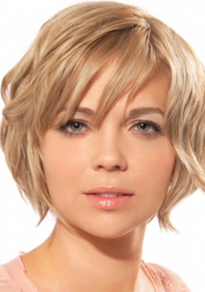 Short hairstyle for round faces - styloss.com