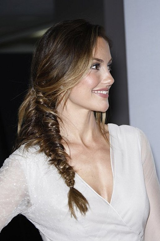 Medium Length Hairstyles for Thick Wavy Hair with Bangs 2018 for Teenagers