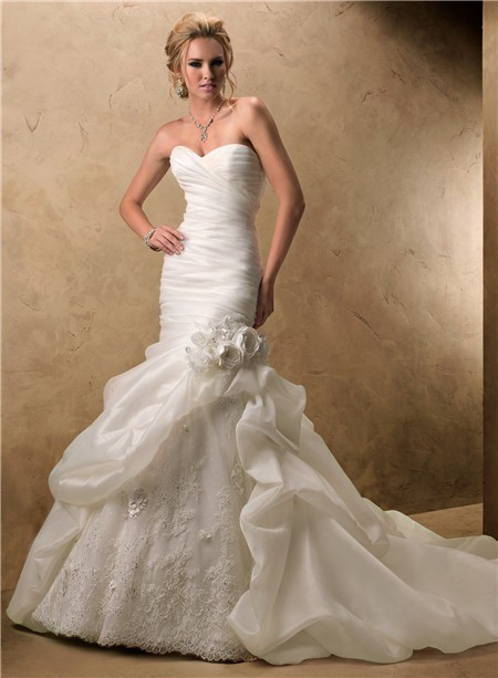 What shoes and jewelry to wear with ivory lace wedding dress for Bracelet for wedding dress