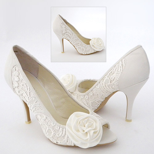 what shoes and jewelry to wear with ivory lace wedding dress With shoes to wear with lace wedding dress