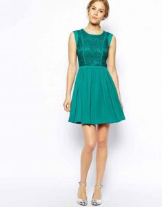 What Shoes and Bag to Wear With Retro Dress For Wedding Guest