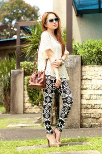 What to Wear With Black and White Tribal Print Leggings? Black and White Tribal Leggings Outfit