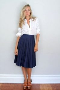 What Top and Shoes to Wear with a Below the Knee Skirt