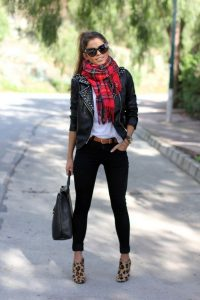 Style Ways on How to Wear a Plaid Scarf